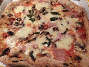 """Pizza """"reine"""", Les amoureux, Nice"""