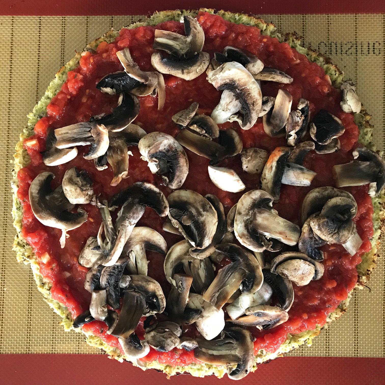 Pizza avec pâte aux courgettes